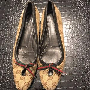 Gucci brown logo flats with bow